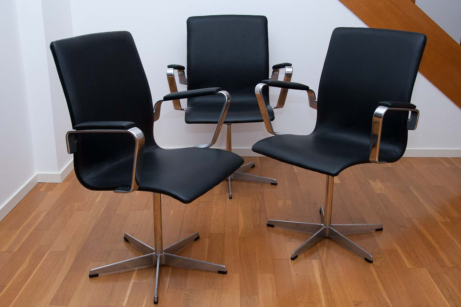 Arne jacobsen oxford chairs scandinavian design for Arne jacobsen chaise