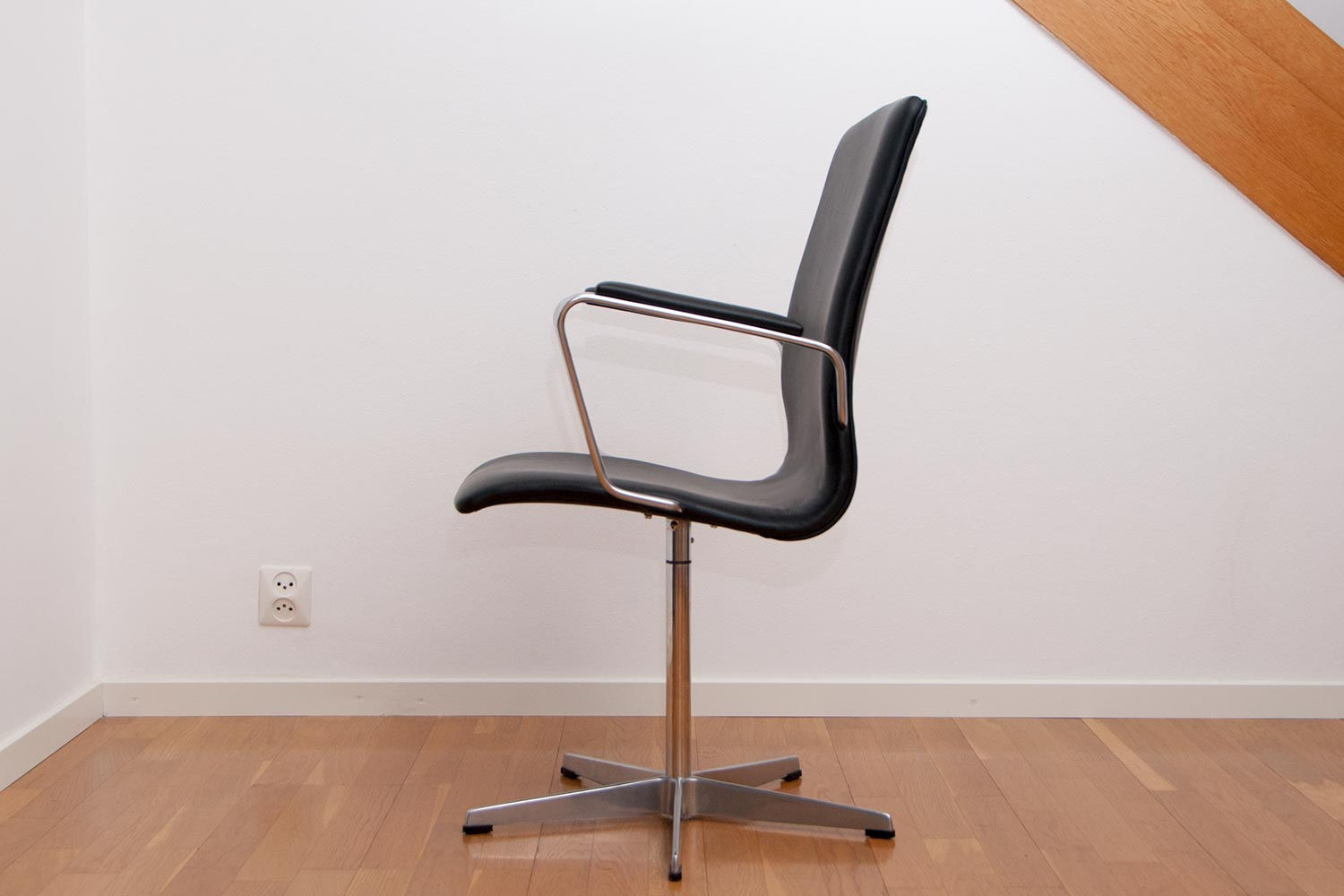 Arne Jacobsen Oxford Chairs Scandinavian Design
